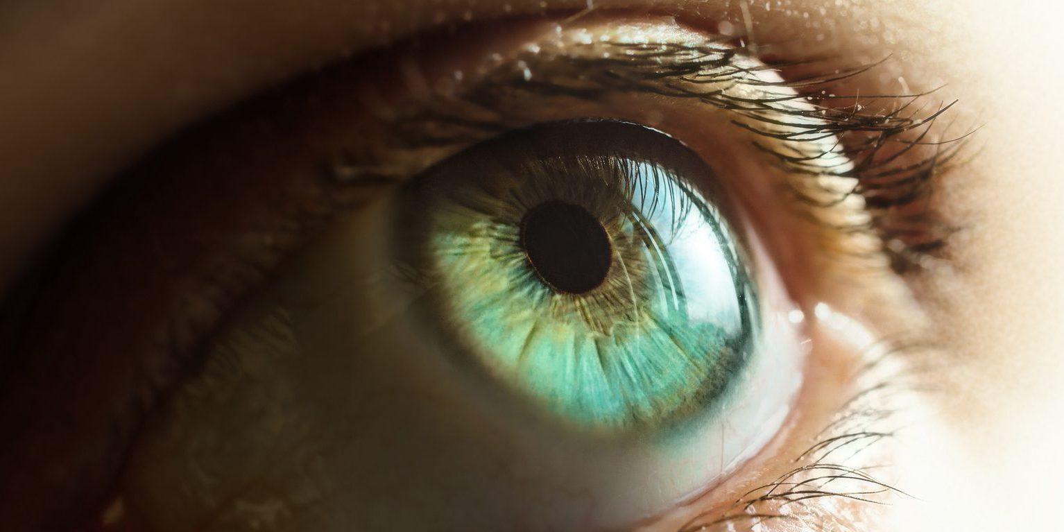 Les yeux secs: origines opératoires et médicamenteuses…?